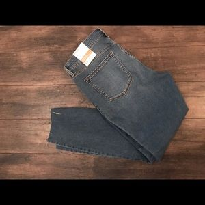 NWT Old Navy rockstar  tattered jeans.